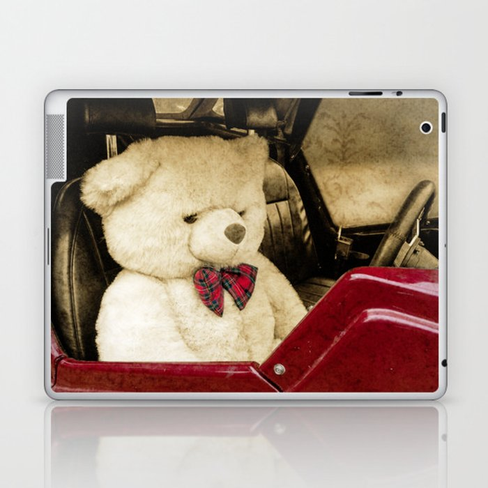 TEDDY GOES FOR A DRIVE Laptop & iPad Skin