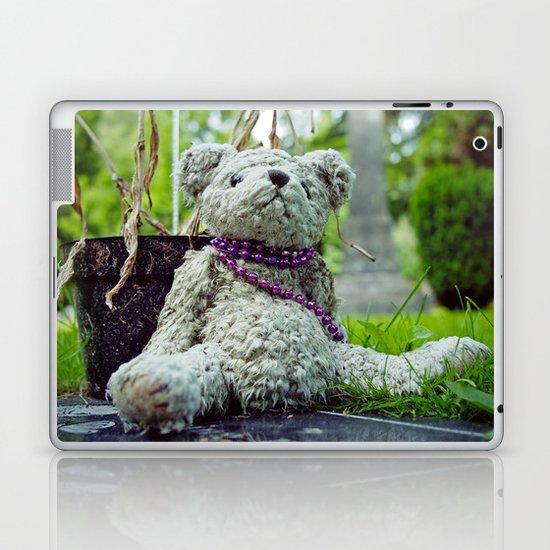 A bear's life Laptop & iPad Skin