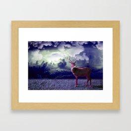 Le cerf dans les nuages Framed Art Print