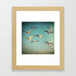 Dans Avec Les Oiseaux Framed Art Print
