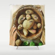 Sie hat Kartoffelaugen Shower Curtain