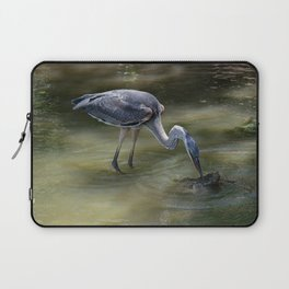Great Blue Heron Catching Huge Frog - I Laptop Sleeve