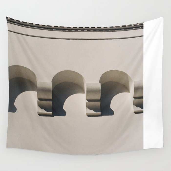petits triomphes Wall Tapestry