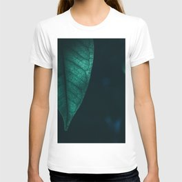 SHALLOW FOCUS PHOTOGRAPHY OF GREEN LEAF T-shirt