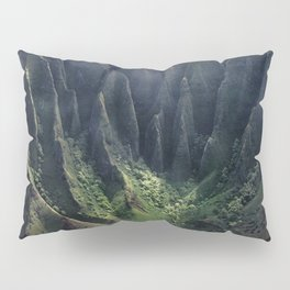 Breathtaking Hawaii Hanging Over Coastal Cliffs Pillow Sham