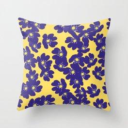 Blåsippor. Liverwort Throw Pillow