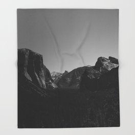Tunnel View, Yosemite National Park Throw Blanket