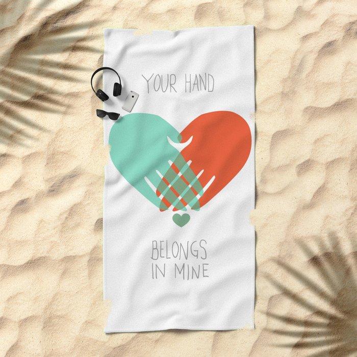I wanna hold your hand Beach Towel