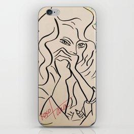 une femme en pensée iPhone Skin