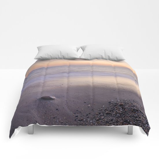 """Amoladeras beach"" Comforters"