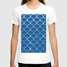 Textured large scallop pattern in snorkel blue T-shirt