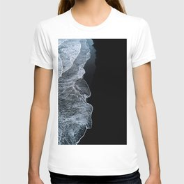 Waves on a black sand beach in iceland - minimalist Landscape Photography T-Shirt