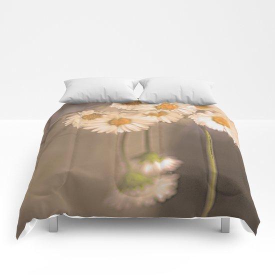Vintage daisies(2). Comforters
