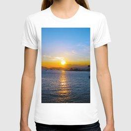 Sunset in Star Ferry Pier, Hong Kong T-shirt