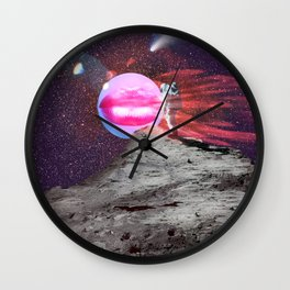 Astronaut kiss Wall Clock