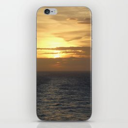 Learning the rythm of the waves. iPhone Skin