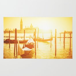 venice skyline with gondola Rug