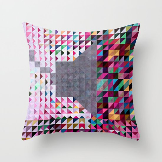 wyll of syynd Throw Pillow
