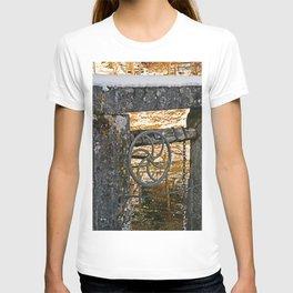The wheel at the lock T-shirt