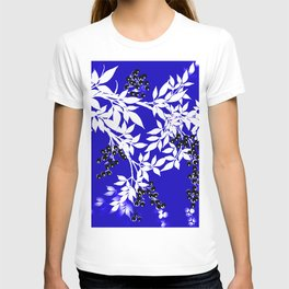 LEAF AND TREE BRANCHES BLUE AND WHITE BLACK BERRIES T-shirt