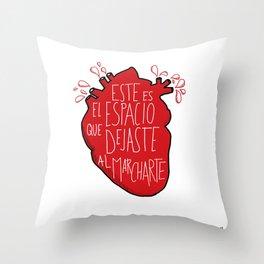 Este es el espacio que dejaste al marcharte (this is the space you left) Throw Pillow