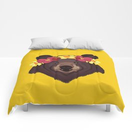 GRIZZLY IN THE SUMMER Comforters