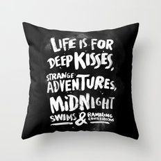 Life is for deep kisses... Throw Pillow
