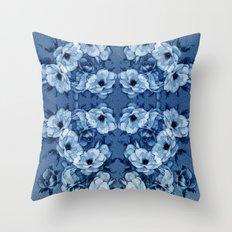 Vintage Rosas Indigas Throw Pillow