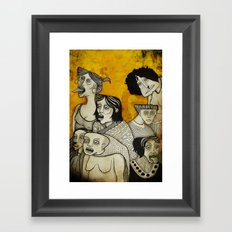 Brujas cara de pizza Framed Art Print