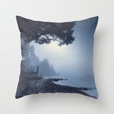 I feed on you Throw Pillow