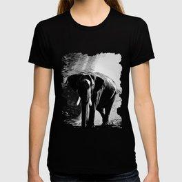 elephant jungle sunray va bw T-shirt