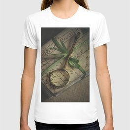 Old style loupe and vintage letters T-shirt