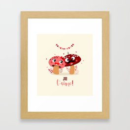 Couple de champignons (rose & rouge) Framed Art Print