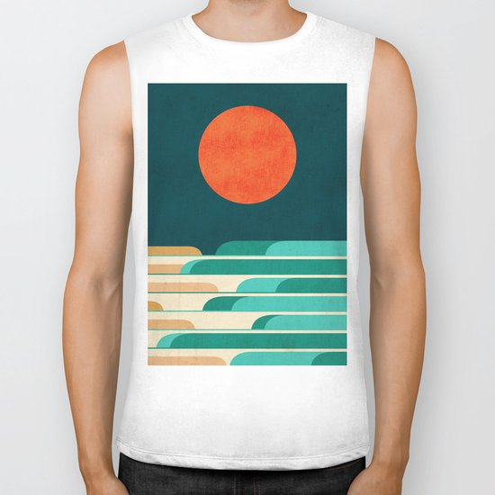 Chasing wave under the red moon Biker Tank