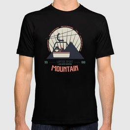 Mountain winter sport emblem T-shirt