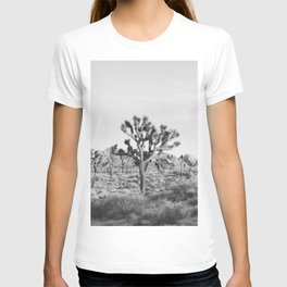 Large Joshua Tree in Black and White T-shirt