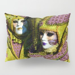 Glamorous Couple With Carnival Costumes Pillow Sham