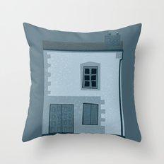 La maison et l'oiseau Throw Pillow