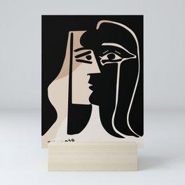 picasso the kiss Mini Art Print