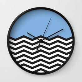Mustavalko siksak sinisellä pohjalla Wall Clock