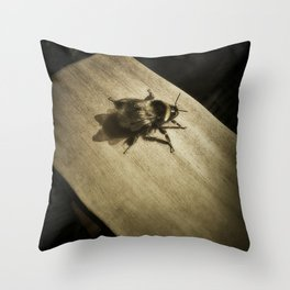 Bombus hortorum (The garden bumblebee) Throw Pillow
