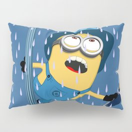 Minion in the rain Pillow Sham
