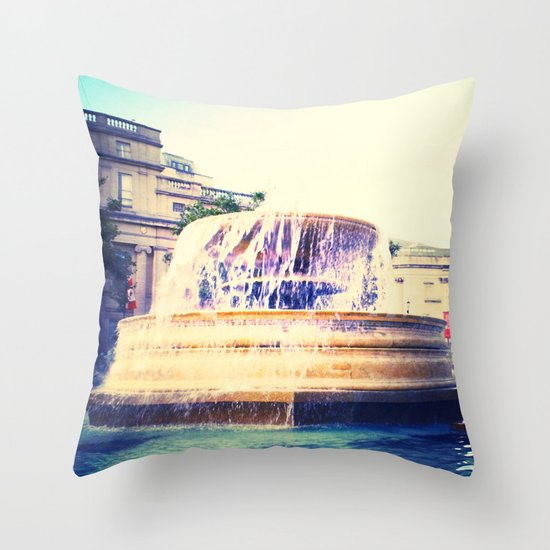 Fountain of Trafalgar Throw Pillow