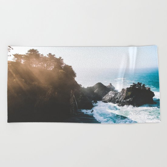 ocean falaise Beach Towel