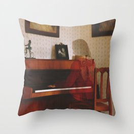 Piano lesson Throw Pillow